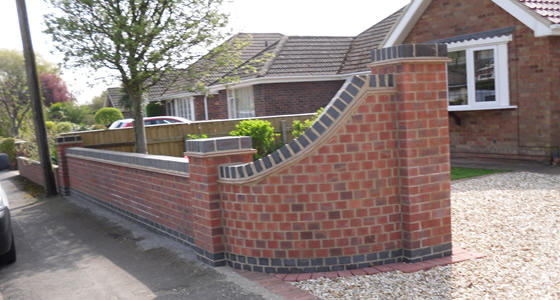 Boundary front garden wall red brickwork for Front garden brick wall designs